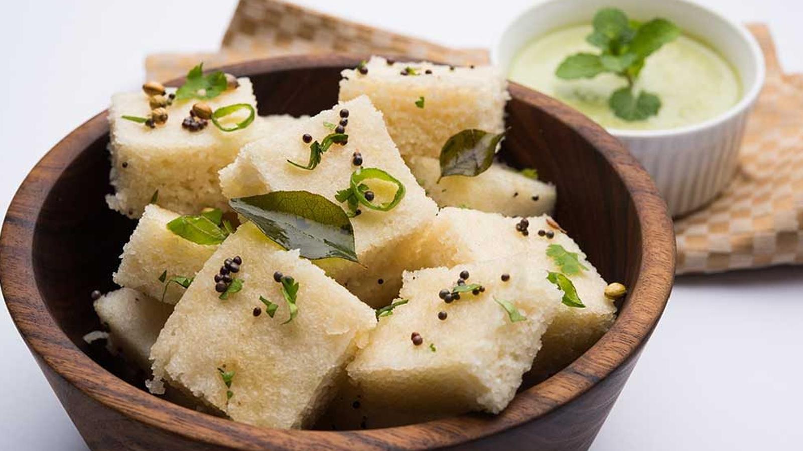 white-dhokla-steamed-lentil-cakes
